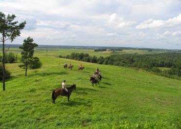 Žygis žirgais po dvarą ir regioninį parką