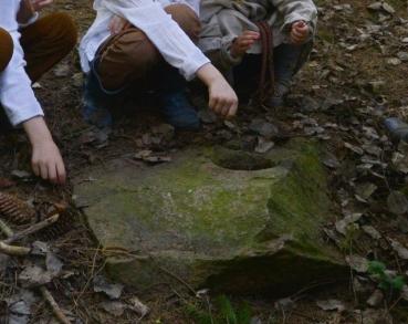 Jusaičių alkakalnis ir akmuo su dubeniu