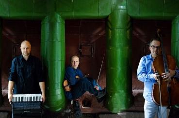 """Kurtuvėnų dvaro svirne  Trio ,,BSM"""" pasirodymas"""